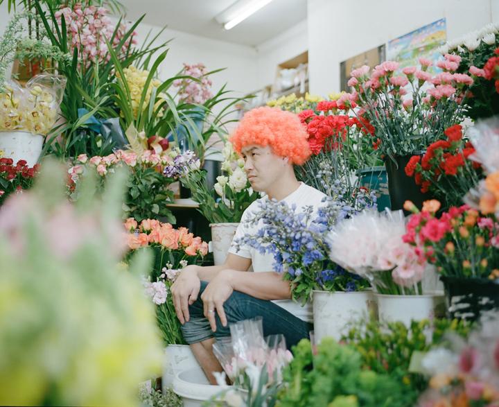 短くも儚い花の一生を人で表現。